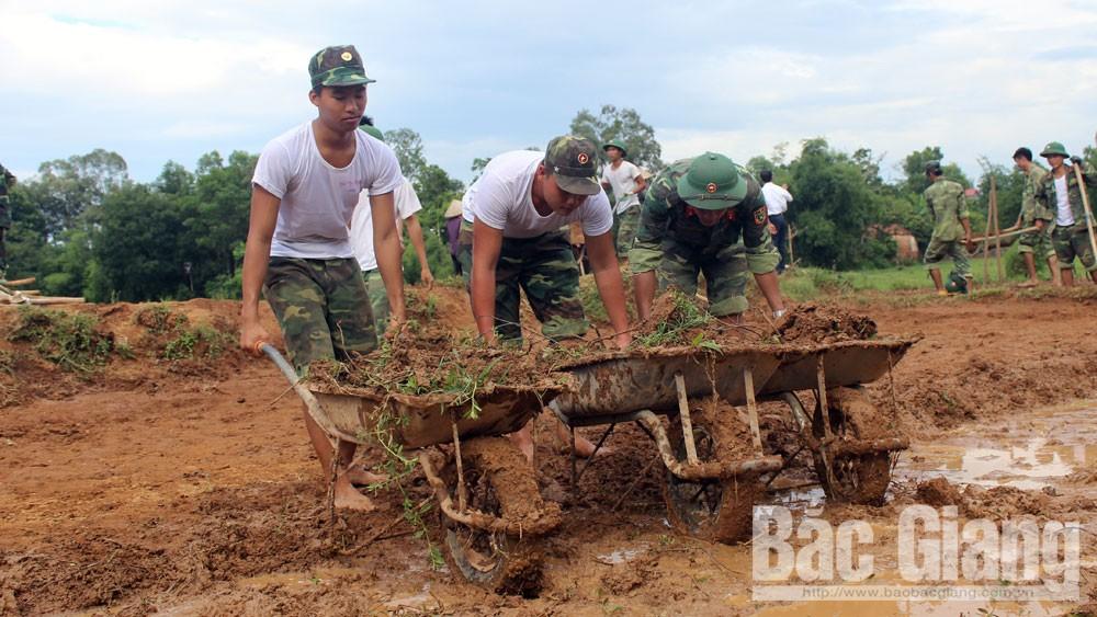 Hơn 300 cán bộ, chiến sĩ Quân đoàn 2 hành quân dã ngoại làm dân vận